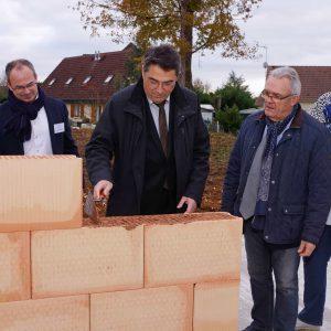 Maire de Trouy pose la première pierre